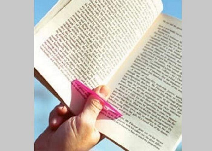 Полезный гаджет для дома: держатель книжных страниц «The Thumb Thing».