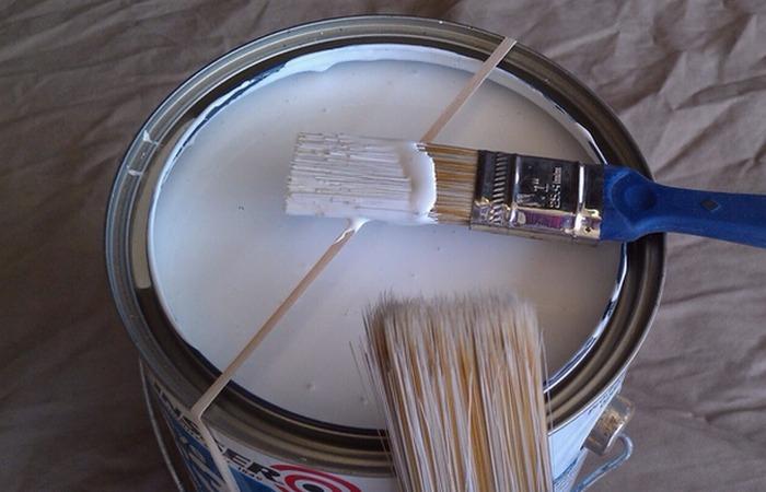 Канцелярская резинка при покраске.