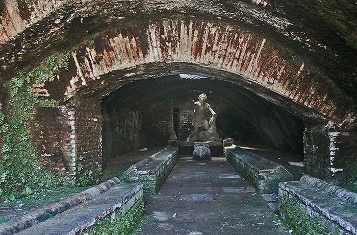 Итальянские митриумы и другие подземные храмы.