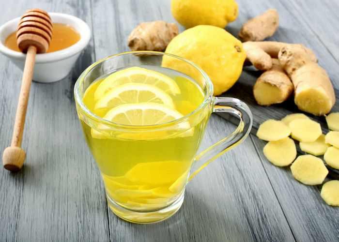 Лучший напиток с лимоном: теплая лимонная вода с медом и имбирем.