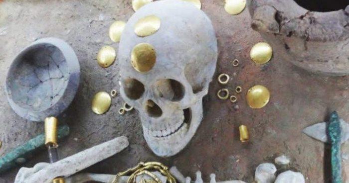 Древнее поддельное золото.