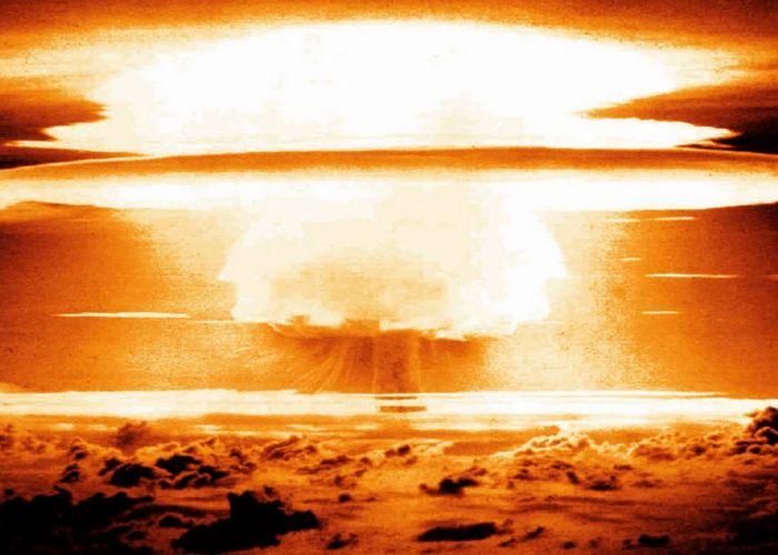 Взрыв водородной бомбы.