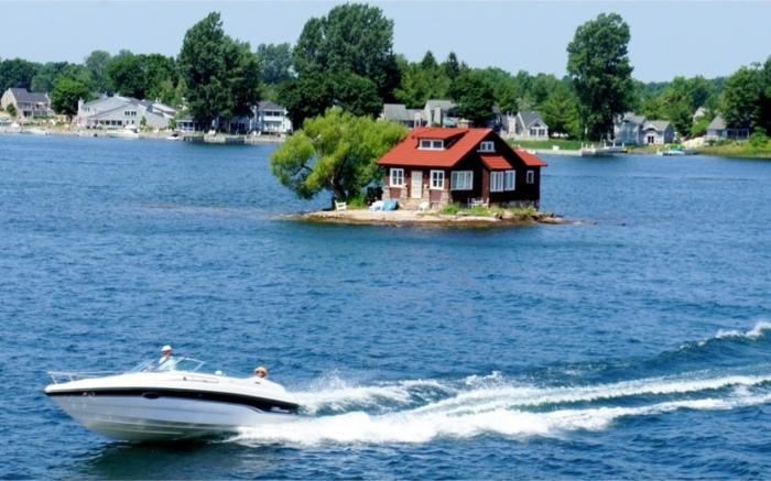 Для туристов Just Room Enough Island -<br> настоящая достопримечательность.