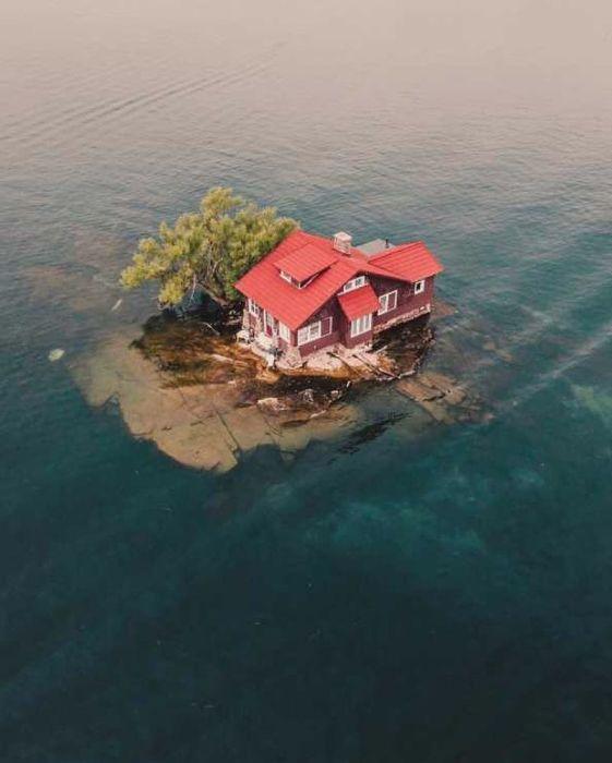 Just Room Enough Island. Вид сверху.