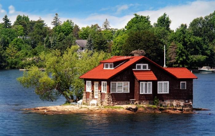Где находится самый маленький обитаемый остров на планете.