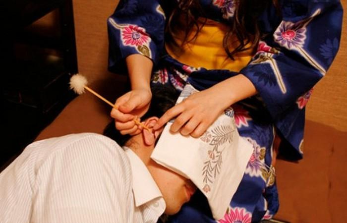 В Японии можно посетить салон для чистки ушей.