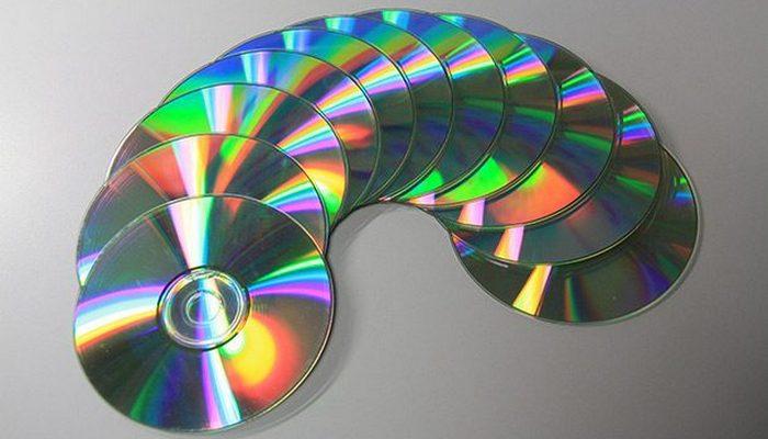 Японское изобретение: компакт-диски, DVD-диски и Blu-Ray.