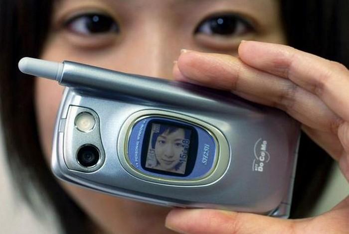 Японское изобретение: камера для телефона.
