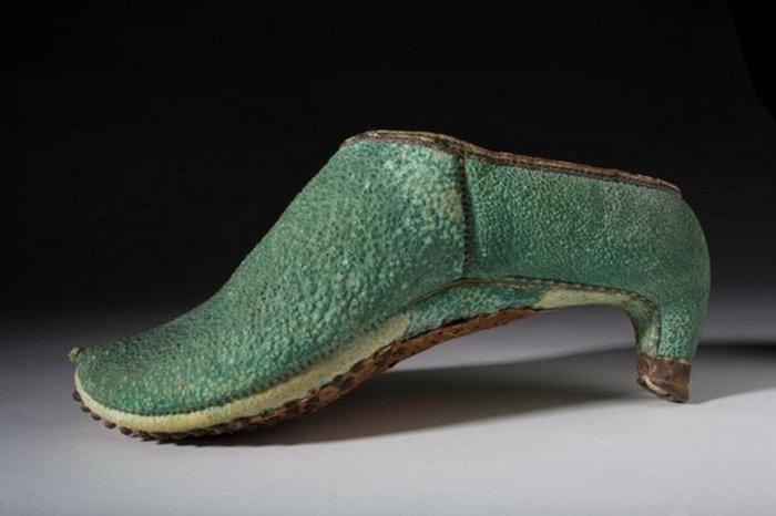 Так выглядела персидская обувь для верховой езды.