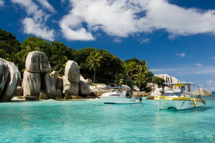 Коморские острова - бывшая французская колония.