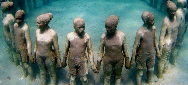 Подводный памятник погибшим.