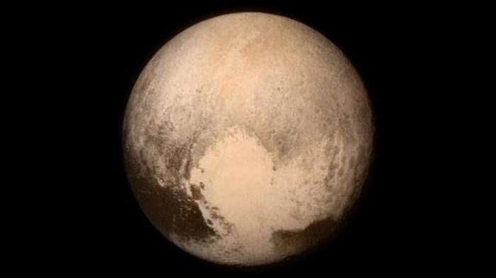 На Плутоне есть вода в жидком состоянии.