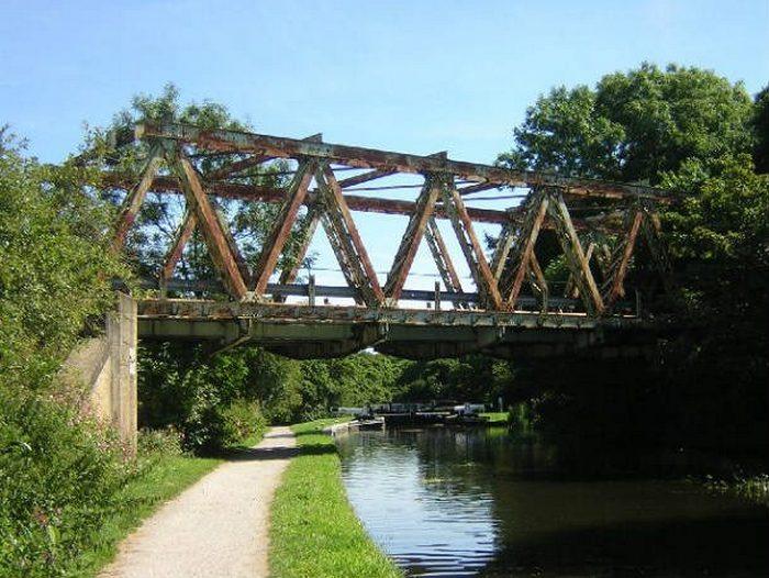 Мост весом в 200 тонн.