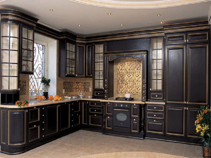 Тёмная кухня в старинном стиле.