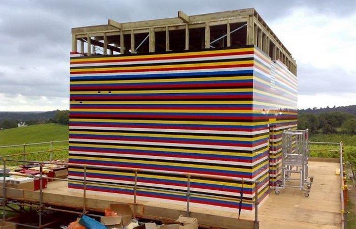 Существует дом, полностью изготовленный из кирпичей Lego.