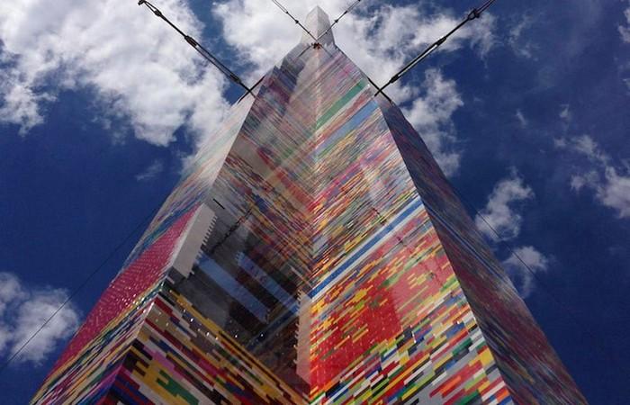 Самая высокая башня Lego в мире содержит более 500 000 кирпичей.