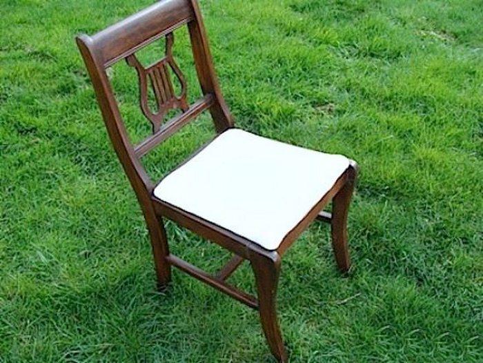 Старые стулья есть в каждом доме.