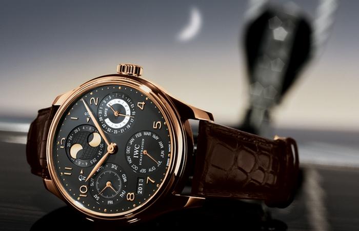 Роскошные часы... Просто прелесть.