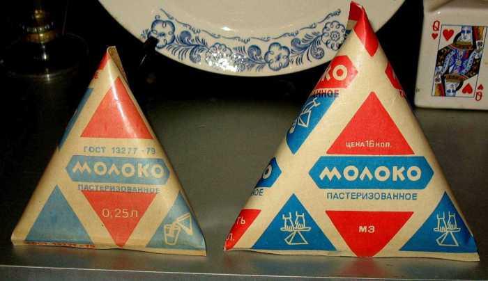 Треугольные пакеты молока