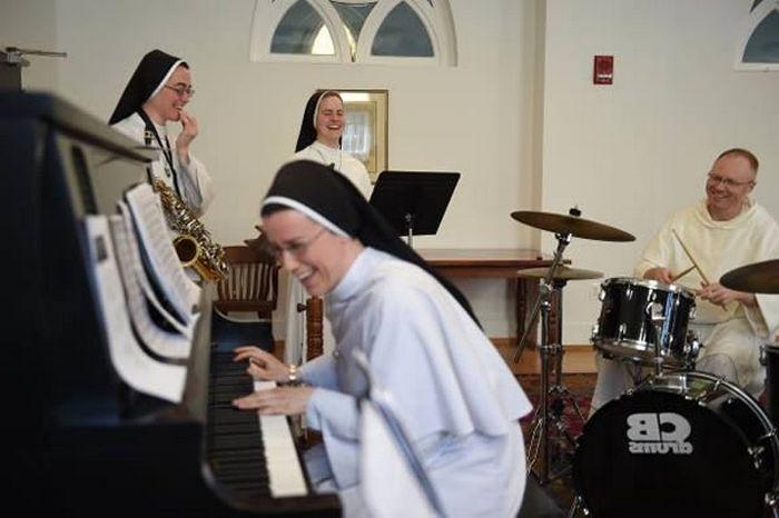 Монахини на сцене? Почему бы и нет!