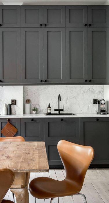 Разные оттенки серого на кухне смотрятся просто великолепно.