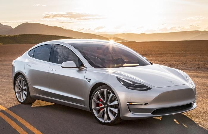 Технологическая новинка 2017 года: «Tesla Model 3».