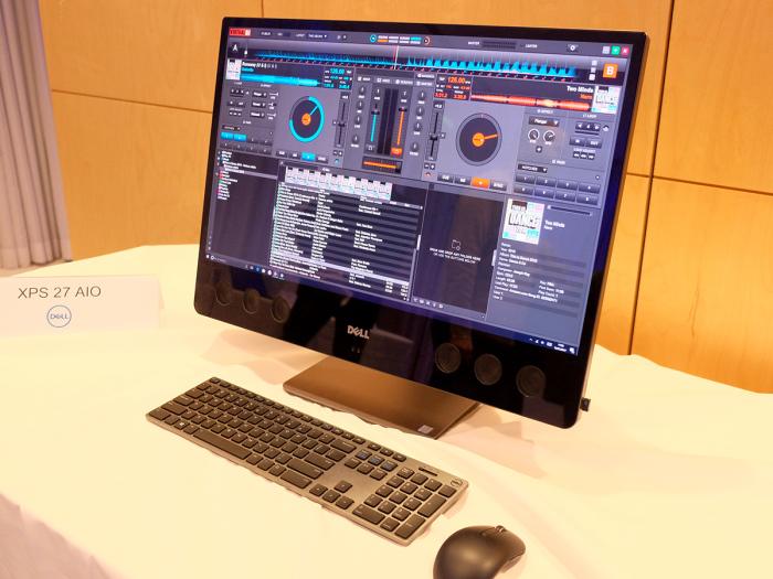 Огромный экран и потрясающая аудиосистема.