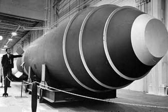 42000-килотонная водородная бомба случайно упала с самолета в 1957 году.