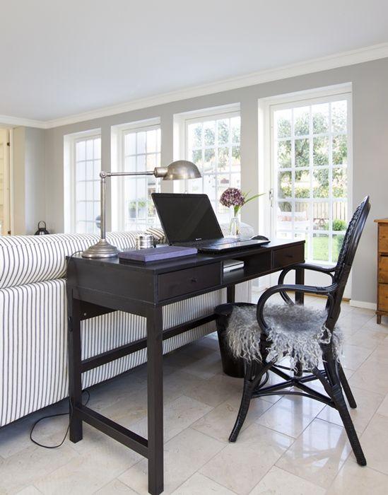 Контрастная мебель как элемент зонирования.