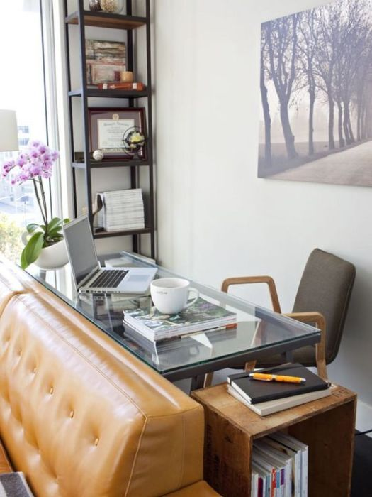 Стеклянный стол станет изюминкой интерьера.