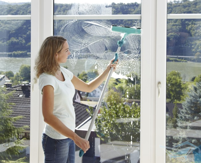 Резиновая швабра - идеальное решение для мойки окон.