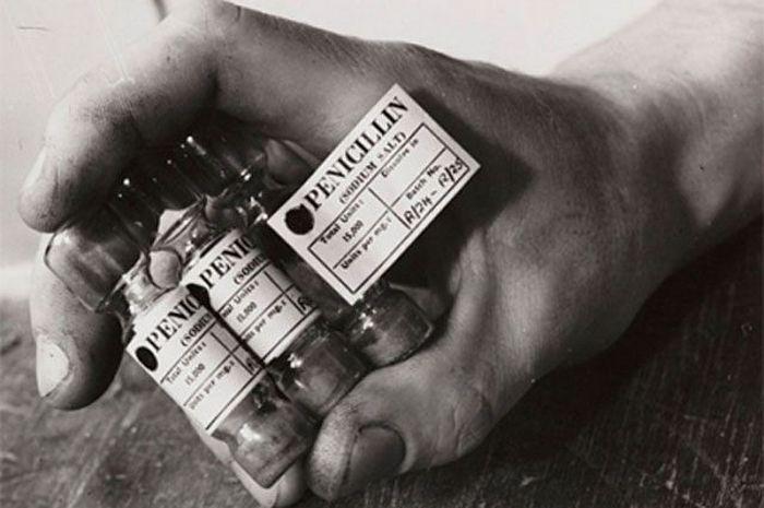 Пенициллин - первый в мире антибиотик.