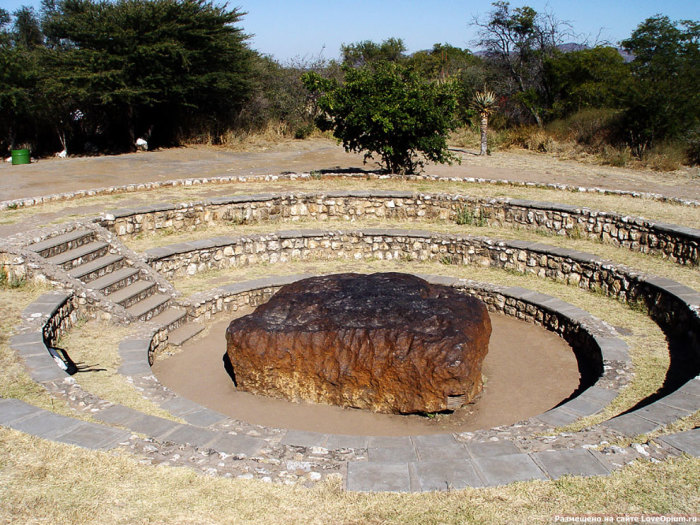 Гоба - один из самых больших метеоритов.