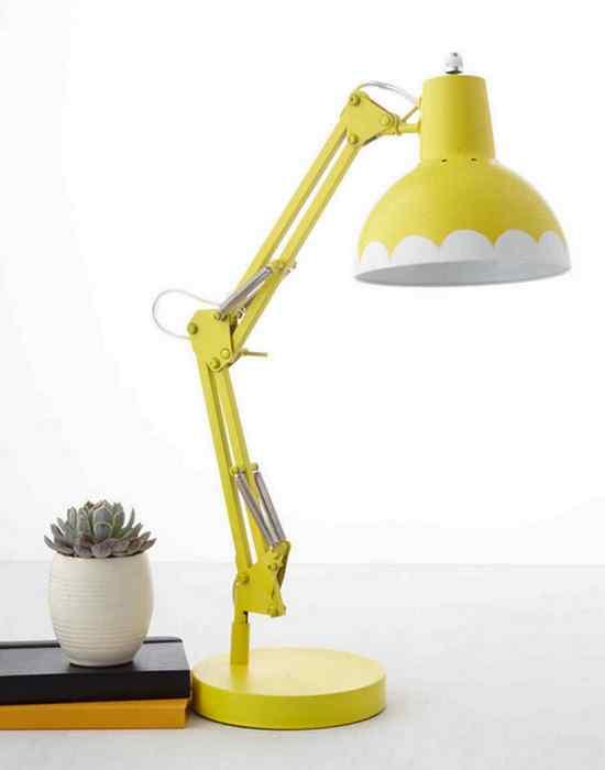 Цветная настольная лампа.