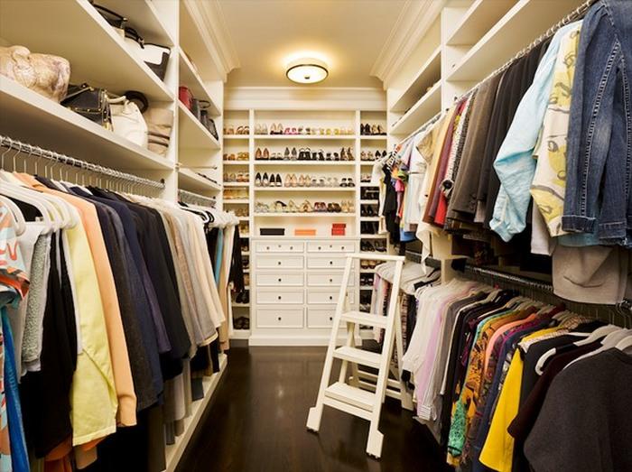 Гардероб - прекрасное место для хранения одежды.