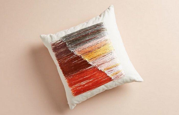 Разноцветные подушки с бахромой от Али Барона.