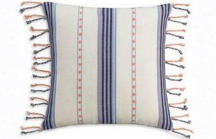 Подушка-макраме.