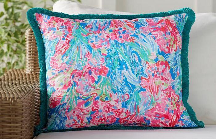 Подушка с цветным принтом для пикников.