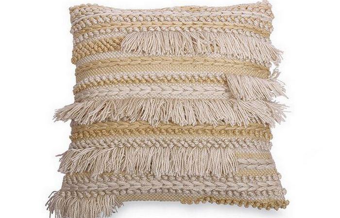 Подушка с богемской бахромой.