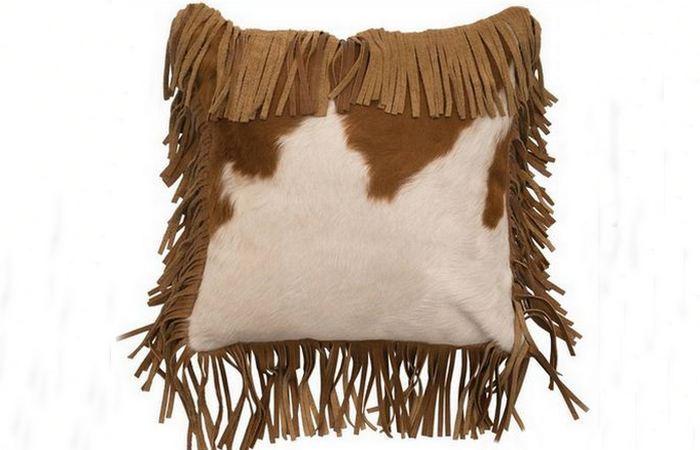 Подушка из коровьей шкуры.