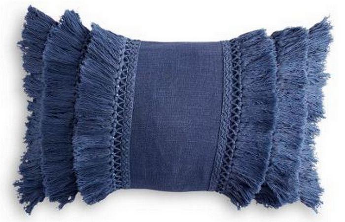 Подушка с тройной бахромой.