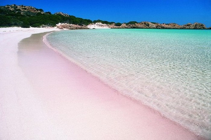 Розовый пляж «Спьяджиа-Роза».