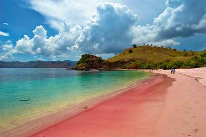 Розовый пляж «Комодо».