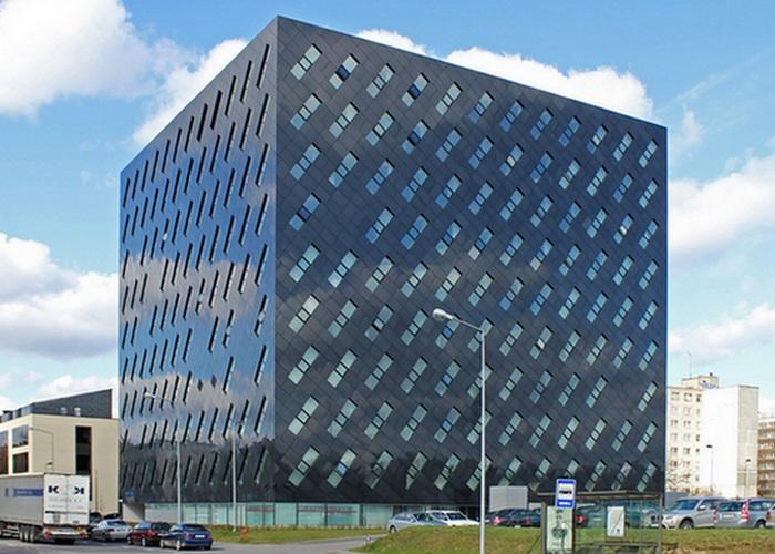 Пугающее здание литовской прокуратуры в Вильнюсе.