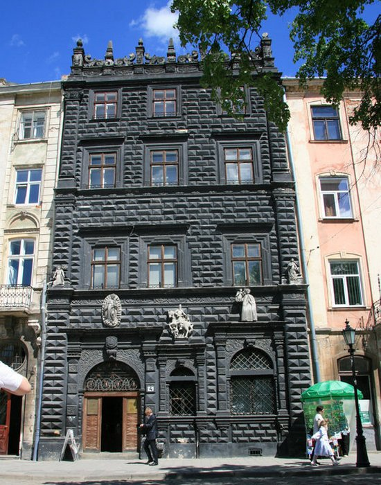 Пугающее здание: Исторический музей Львова.