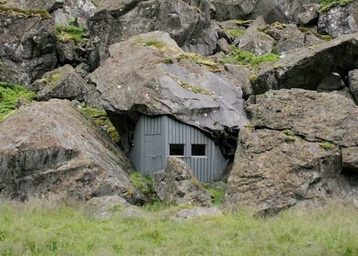 Пугающий вход в «логово злодея» на Лофотенских островах.