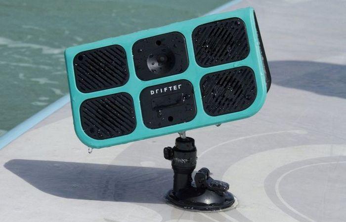 Drifter – портативная колонка на смарт-джойстике.