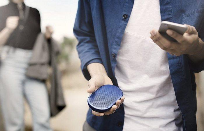 Bang & Olufsen Beoplay P2 - bluetooth-динамик со встроенным микрофоном.