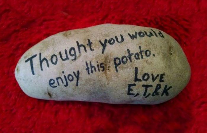 Забавная посылочка: картофель.