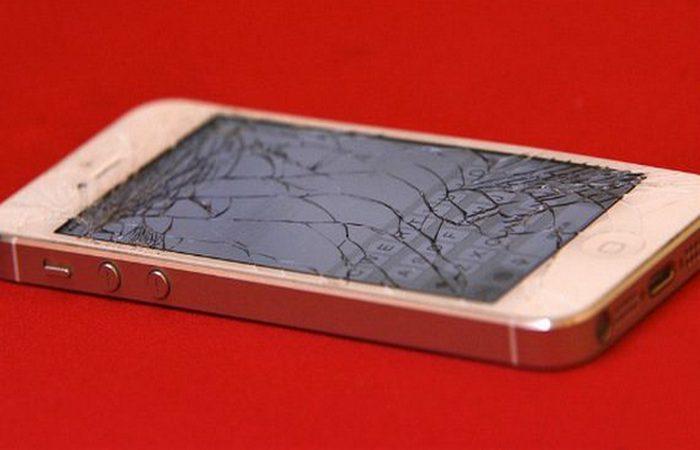 Apple: игнорировать разбитый экран или «утопленника».